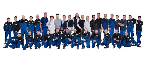 Das Team von Otte Haustechnik mit seinen insgesamt 38 Mitarbeiterinnen und Mitarbeitern hat sich zum Foto aufgestellt