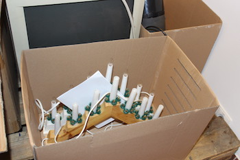 Blick in Kiste mit abgebenem Repariergut