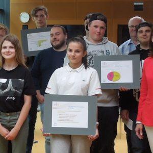 Schüler übergeben Vorschläge im Umweltministerium